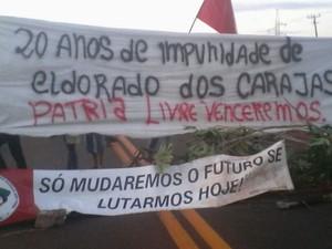 MST interdita BR-163 em Mundo Novo (Foto: MST\ Divulgação)