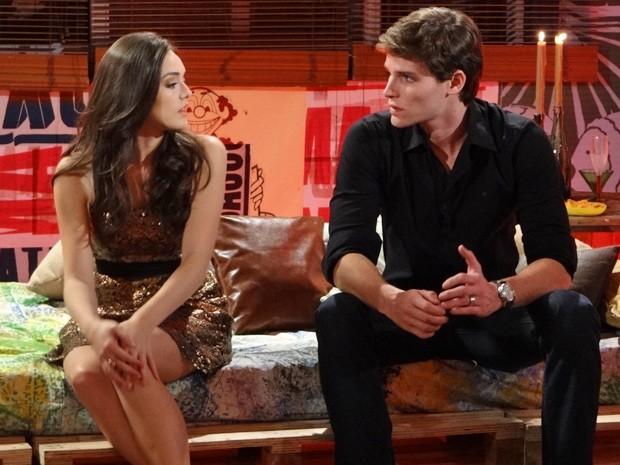 Cida e Conrado juntos de novo? Ah, não! (Foto: Cheias de Charme/ TV Globo)