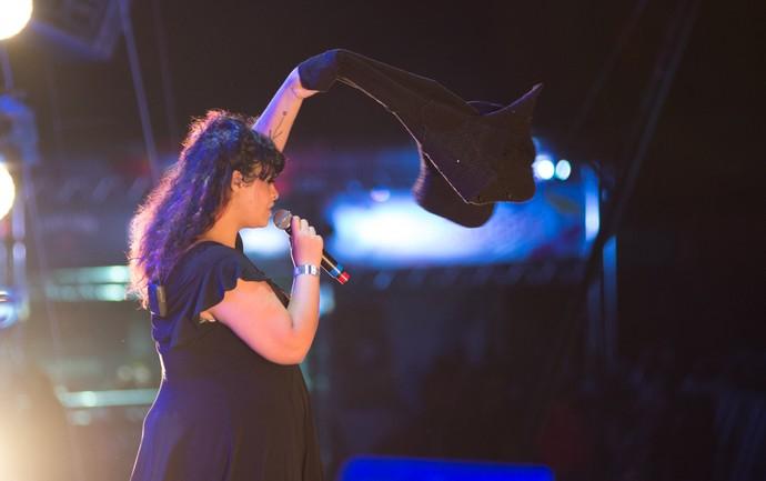 Tulipa Ruiz canta durante show do rapper Criolo no João Rock 2016 (Foto: Érico Andrade/Gshow)
