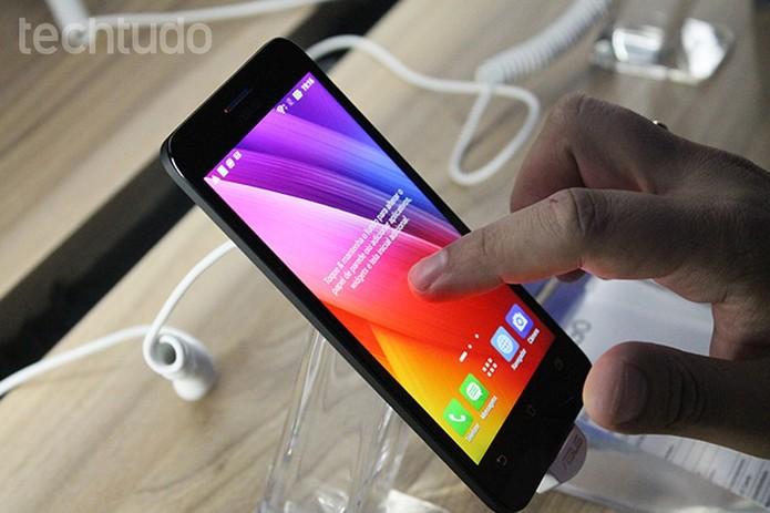 Zenfone Go tem bordas mais finas (Foto: Leonardo Ávila/TechTudo)