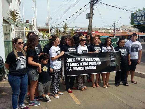 Membros do MPE contra as mudanças no pacote original das dez medidas contra a corrupção.  (Foto: Daniele Gmaboa/TV Tapajós)