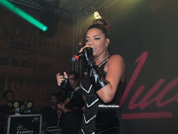 MC Ludmilla se apresenta em festa na Zona Oeste do Rio (Foto: Marcello Sá Barretto/ Ag. News)