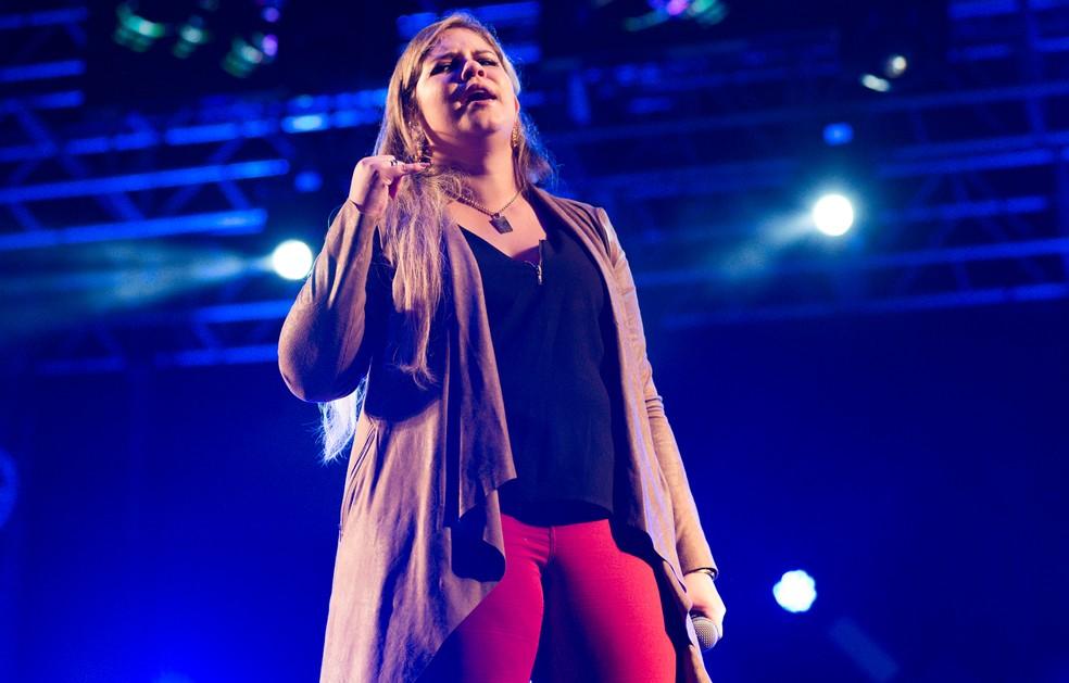 Marília Mendonça canta com os fãs no Ribeirão Rodeo Music 2017 em Ribeirão Preto (Foto: Érico Andrade/G1)