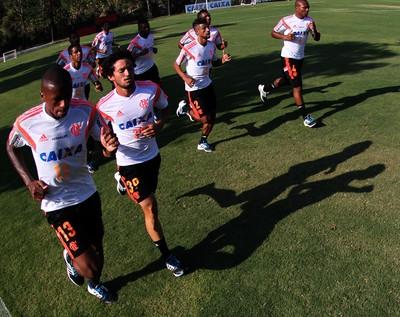 Gabriel e Léo Moura (C) fazem trabalho físico e devem voltar contra o Coritiba (Foto: Gilvan de Souza / Flamengo)