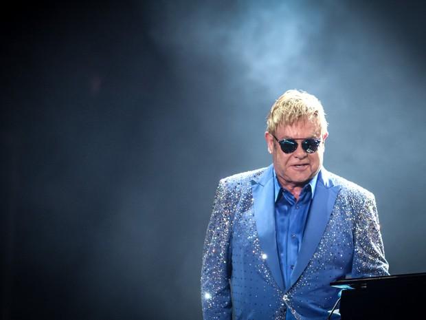 Elton John brinca com o piano durante sua apresentação no Palco Mundo, no Rock in Rio 2015 (Foto: Fabio Tito/G1)