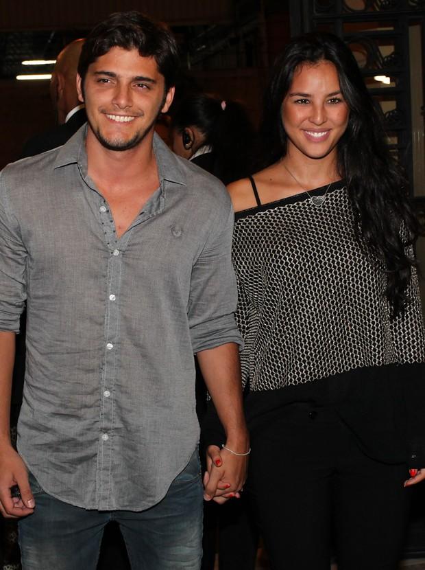 Bruno Gissoni e a namorada, Yana Lavigne (Foto: Manuela Scarpa e Marcos Ribas/Foto Rio News)
