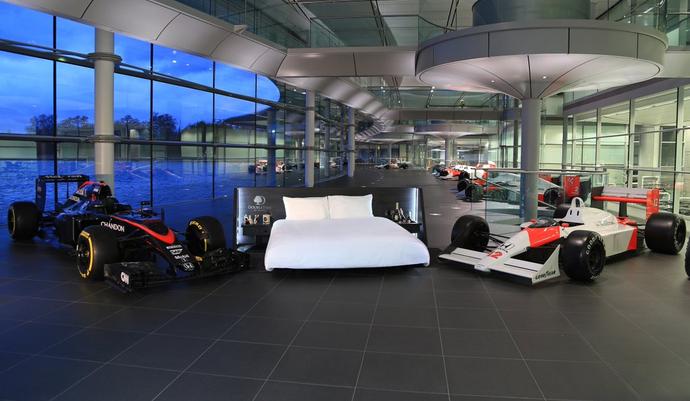 Promoção da McLaren dá chance a fãs dormirem na sede da equipe, na Inglaterra (Foto: Divulgação)