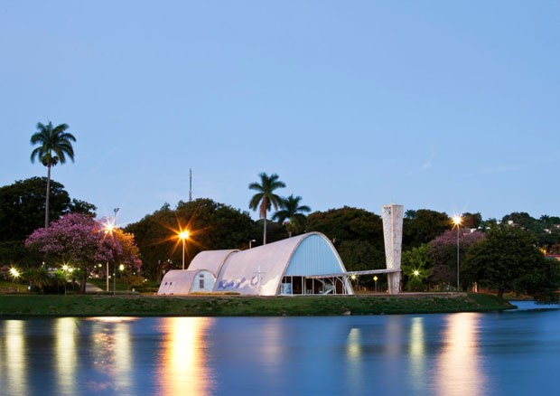 Pampulha Modern Ensemble: View of the S⭠Francisco deAssis Church from the lagoon (Foto: Divulgação )