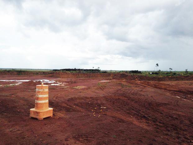 Terreno onde seria instalada Refinaria Premium I da Petrobras em Bacabeira (MA)  (Foto: Clarissa Carramilo/G1)