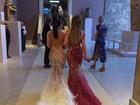 Duelo de bumbuns? Kim Kardashian e Jennifer Lopez exibem seus dotes