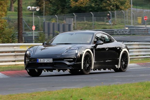Porsche Mission E em testes na pista (Foto: Automedia)