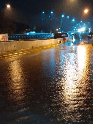 Chuva forte alaga vias e provoca estragos na região de Jundiaí (Foto: TEM Você)