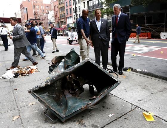 Governador Andrew Cuomo e prefeito Bill de Blasio visitam local da explosão em  NY (Foto: Reuters)