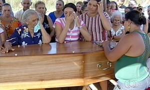 Brasileira morta em Paris é enterrada no Tocantins após mais de um mês