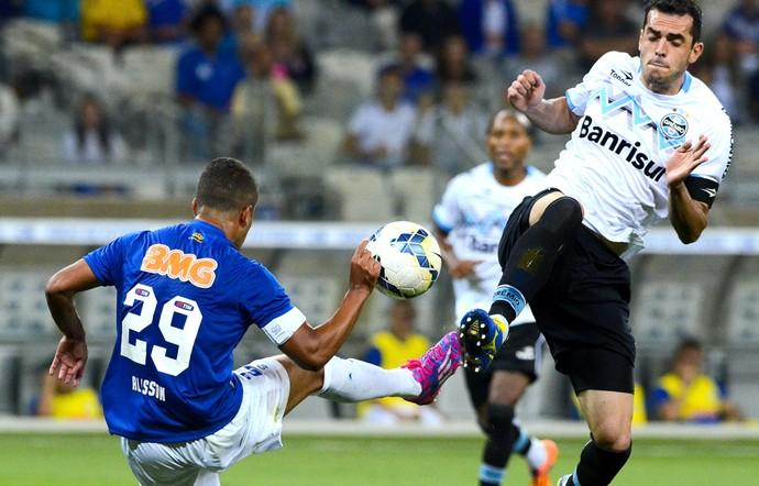 Alisson e Rhodolfo, Cruzeiro e Grêmio (Foto: Getty Images)
