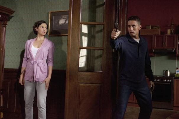 Rebecca vai atrás do filho e acaba sendo surpreendida (Foto: Reprodução/Disney Media Distribution)