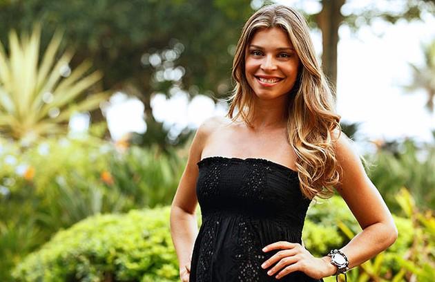 Quando estava no ar com 'Aquele beijo', Grazi Massafera engravidou de Sofia, sua filha com Cauã Reymond.  (Foto: TV Globo)