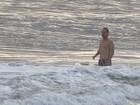 Só dá ele! Owen Wilson curte mais um dia de praia no Rio