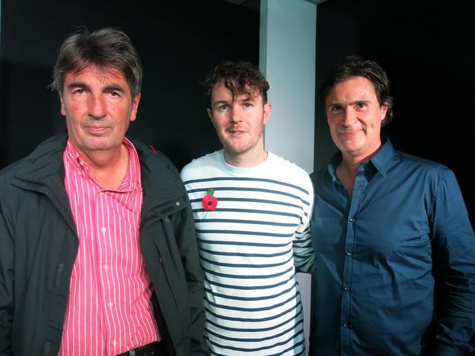 Jean-François Galeron, Ian Berry e Hans van der Schroeff em lançamento de obra de arte com rosto de Ayrton Senna (Foto: Felipe Siqueira)