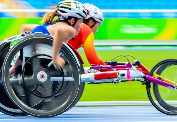 Atletas disputam os 100 metros rasos da classe T53 do atletismo (Foto: Rio 2016/Paulo Mumia)