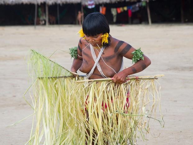 Mulheres Yanomamis fizeram uma apresentação aos visitantes (Foto: Inaê Brandão)