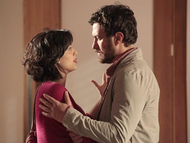 """""""Se algo mudar na sua vida, tem uma mulher à sua espera"""", diz Miriam para Rodrigo (Foto: Amor Eterno Amor / TV Globo)"""