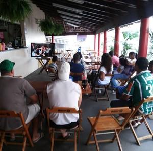 Amigos do lutador Mineiro fazem festa em Uberlândia com estreia no UFC (Foto: Maicon Vaz/Arquivo Pessoal)