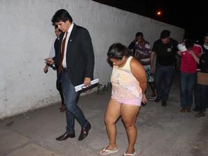 Suspeitos foram apresentados na Delegacia de Homicídios (Foto: Ellyo Teixeira/G1)