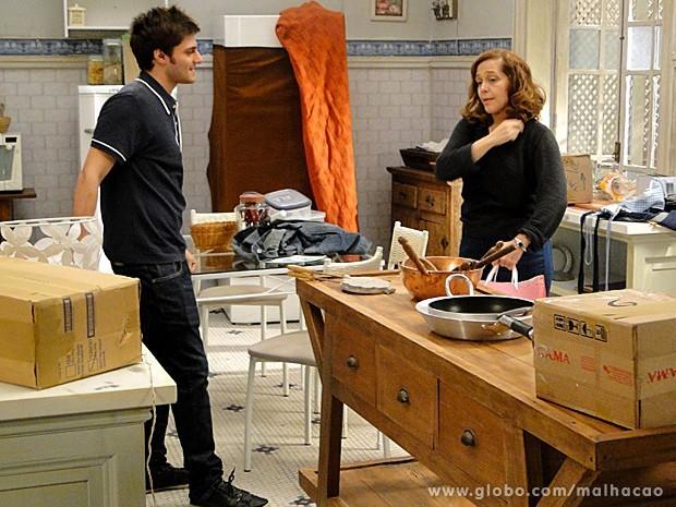Martin conta para Vera que vai pedir a mão de Anita (Foto: Malhação / TV Globo)