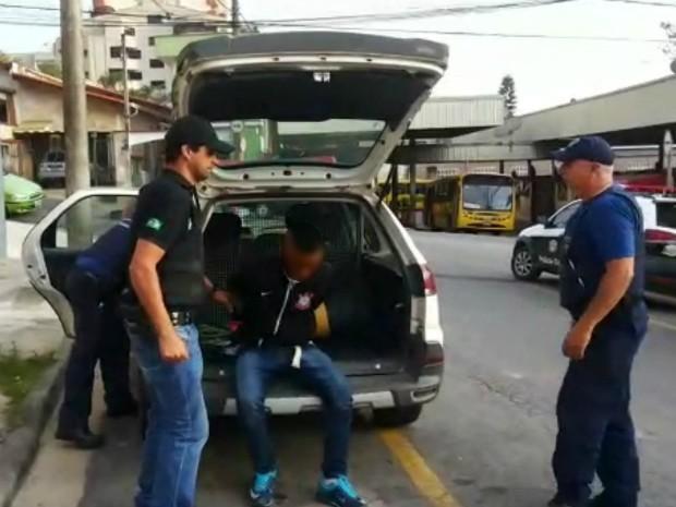 Suspeito de balear homem durante assalto em São Roque foi preso em Itapevi (Foto: Polícia Civil/Divulgação)