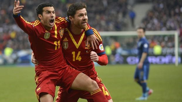 Pedro Rodríguez e Xabi Alonso gol Espanha (Foto: EFE)