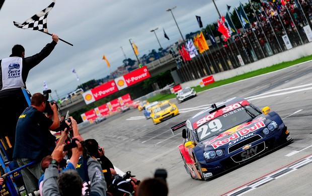 Daniel Serra Stock Car vitória Curitiba 2013 (Foto: Duda Bairros / Stock Car)