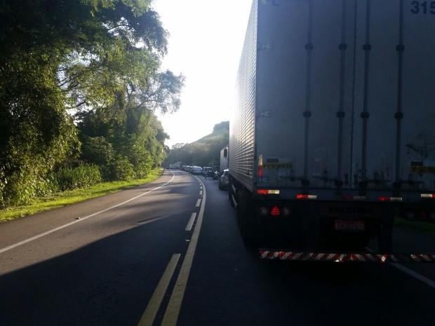 Trânsito ficou congestionado no trecho (Foto: Thalita Vigorito/Arquivo Pessoal)