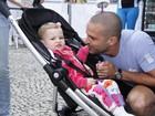 Iran Malfitano leva a filha, Laura, para vê-lo correr