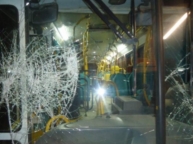 Ônibus foi apedrejado em Criciúma (Foto: Divulgação)