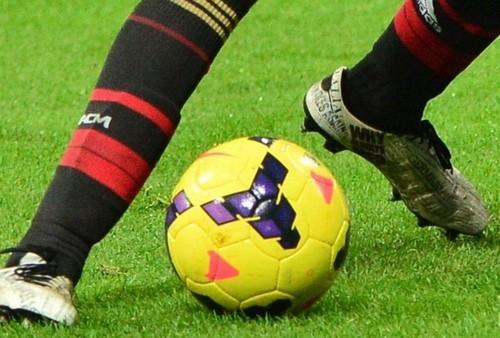 9ebac0ba98 Balotelli da cabeça aos pés  atacante usa chuteiras  personalizadas ...