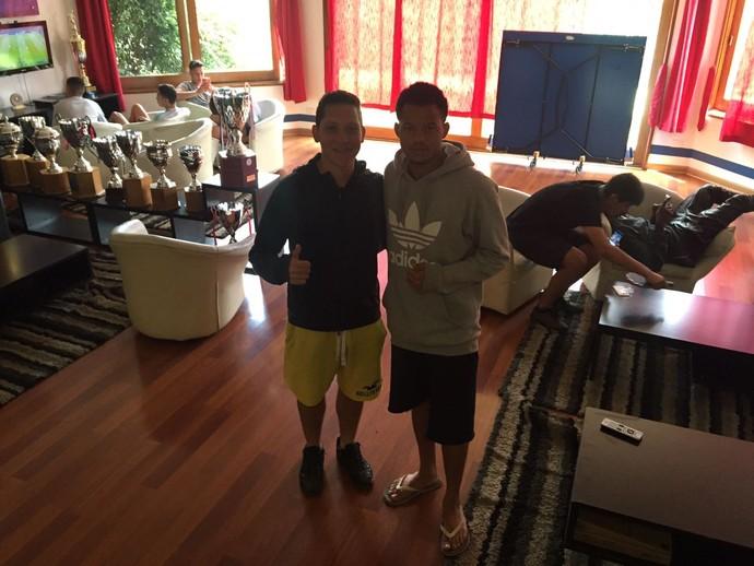 O paulista Gustavo Pereira, de 18 anos, e o baiano Luis Gabriel, 19: dois brasileiros tentam carreira na base da Católica (Foto: Raphael Zarko)