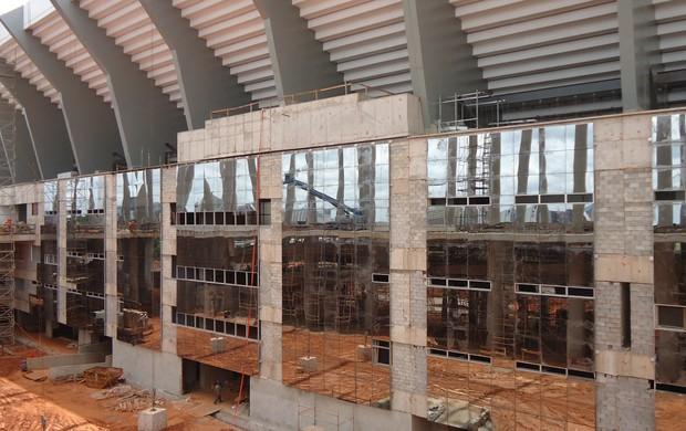 Obras estádio Mané Garrincha 7 de fevereiro (Foto: Fabrício Marques / GLOBOESPORTE.COM)