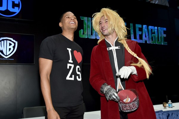 O ator Ezra Miller fazendo cosplay durante a Comic Con 2017 (Foto: Getty Images)