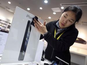 Lançamento do iPhone 5 na China, nesta sexta-feira, permite que Apple tente reconquistar consumidores no país (Foto: Stringer/Reuters)