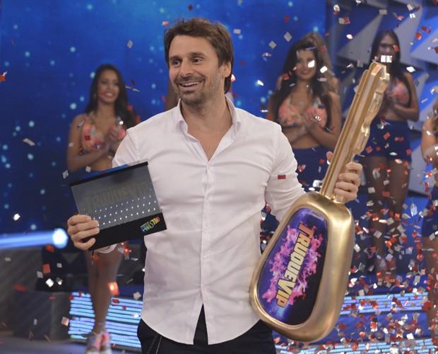 Murilo Rosa comemora a vitória no quadro do Domingão (Foto: Raphael Dias / Gshow)