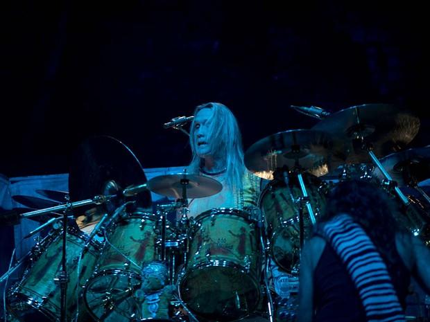 O baterista do Iron Maiden, Nicko McBrain, no palco do Nilson Nelson, em Brasília (Foto: Alexandre Bastos/G1)