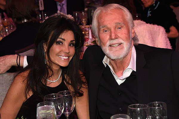 Wanda Miller e Kenny Rogers (Foto: Getty Images)