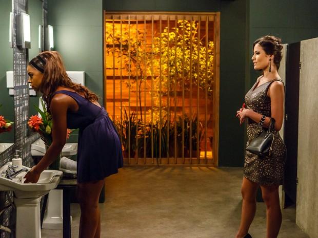 Carmen provoca muito Juju (Foto: Artur Meninea/TV Globo)