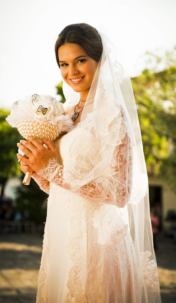 Bruna Marquezine grava nova novela das nove vestida de noiva (Foto: Globo / João Miguel Jr.)