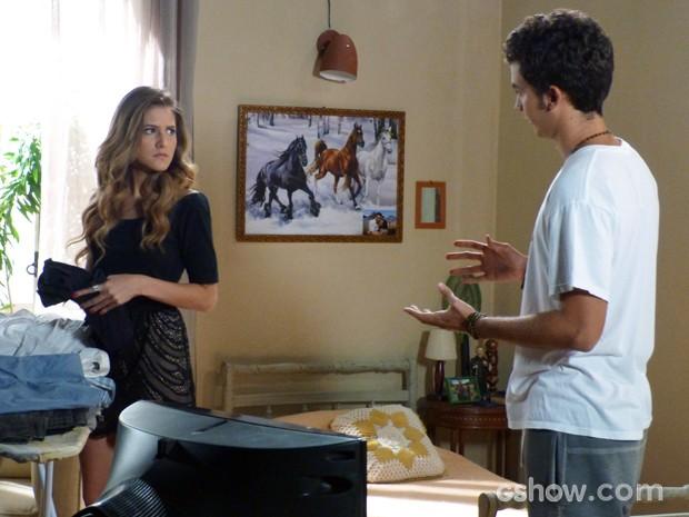 Sofia reclama do look despojado de Ben (Foto: Malhação / TV Globo)