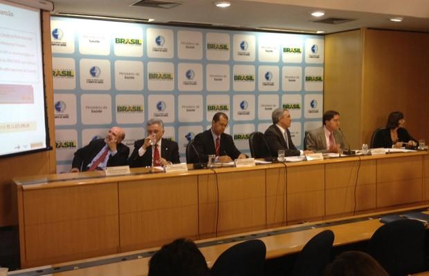 Integrantes do Ministério da Saúde apresentam dados sobre consumo de álcool (Foto: Murilo Salviano / G1)
