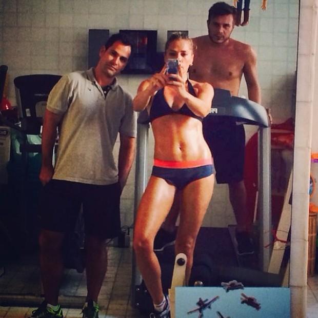 Adriane Galisteu malhando (Foto: Instagram / Reprodução)