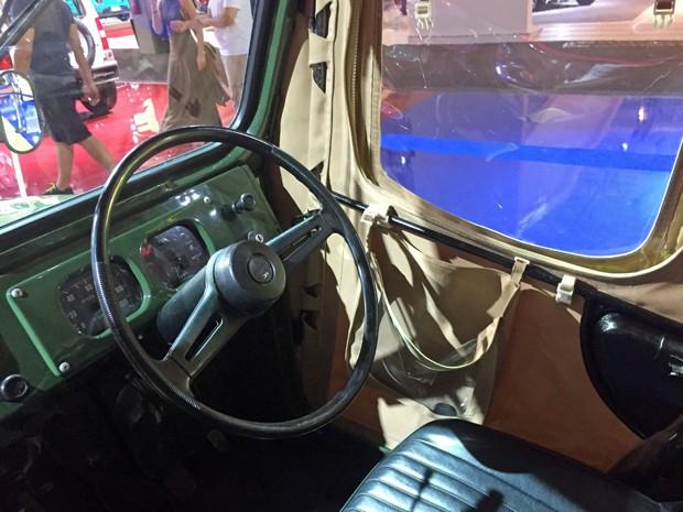 Interior do Suzuki Jimny 1975 (Foto: André Paixão/G1)