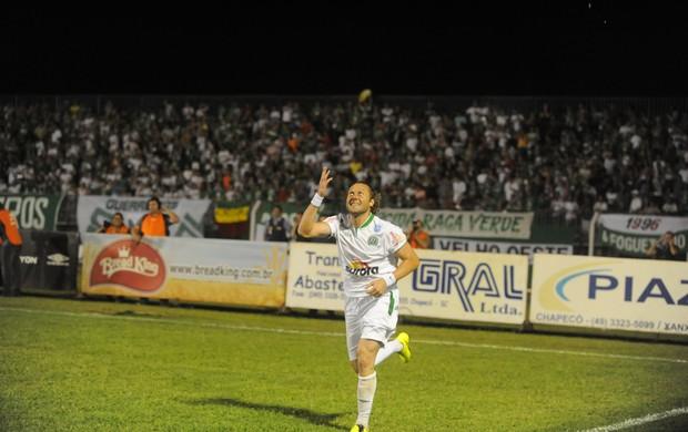 Chapecoense x Criciúma: Rodrigo Gral comemora gol em Xanxerê (Foto: Sirli Freitas/Agência RBS)